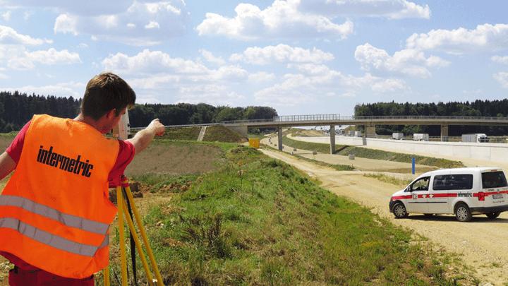 Vermessung einer Bahnstrecke und das Erstellen eines Koordinatensystems durch Geoinformatik und Geomonitoring